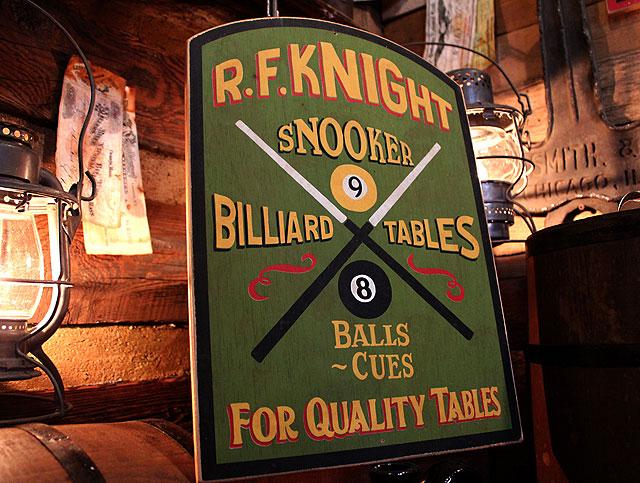 スヌーカーの木製看板