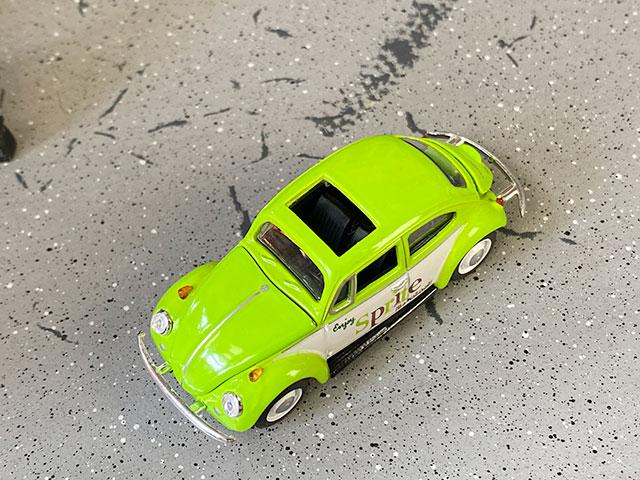 M2限定モデル スプライト 1967年フォルクス・ワーゲン ビートル・デラックスU.S.A.モデルのミニカー 1/64スケール 限定3000台モデル