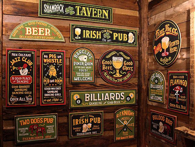 ツードッグス・パブの木製看板
