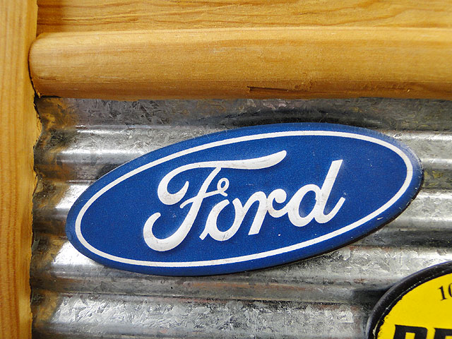 フォード・オーバルロゴのエンボスマグネット