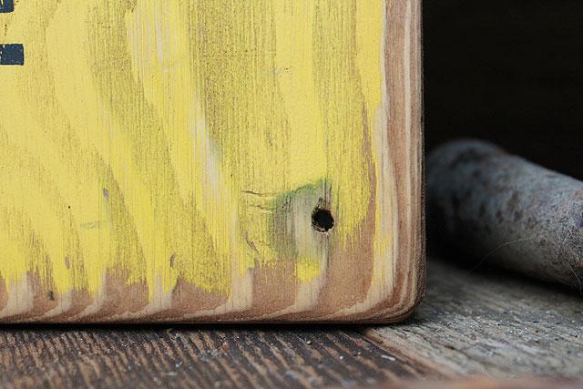 ガラガラヘビに注意!の木製看板