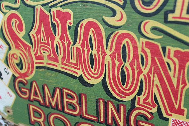 ギャンブラーの木製看板