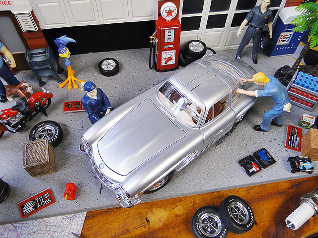 1954年メルセデス・ベンツ300SLのダイキャストモデルカー 1/18スケール(シルバー)