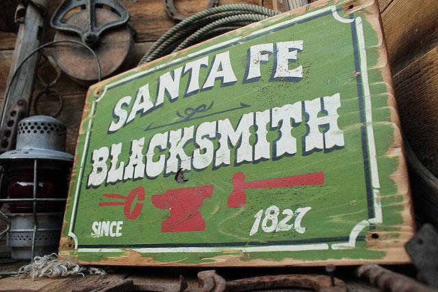 アメリカのカジ屋の木製看板