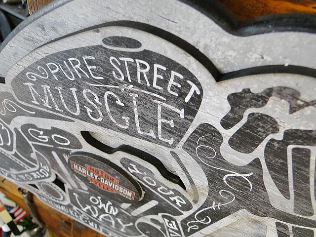 ハーレーダビッドソンのストリートマッスル・パブサイン