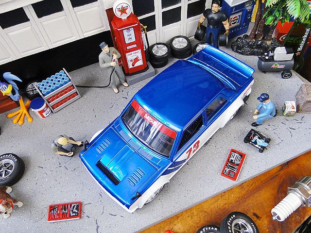 Jada 1973年ダットサン510ワイドボディのダイキャストモデルカー 1/24スケール(ブルー)