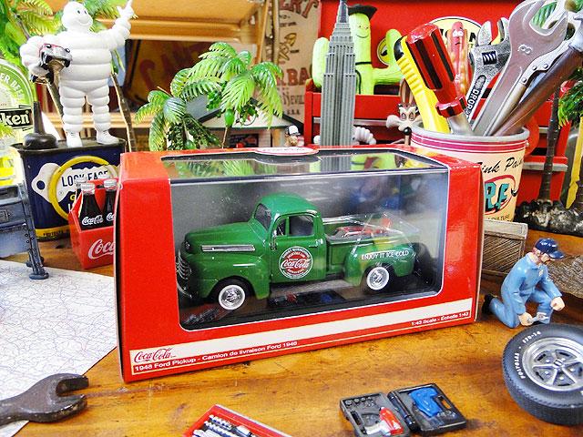 コカ・コーラ 1948年式フォード・ピックアップのダイキャストミニカー 1/43スケール(グリーン)