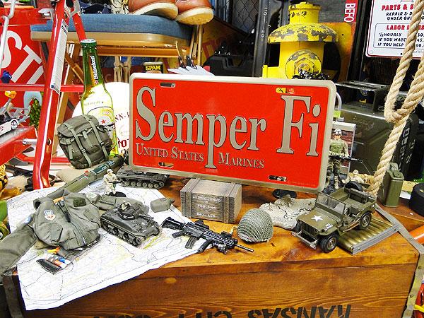 U.S.マリーンのミリタリーライセンスプレート(センパーフィ)