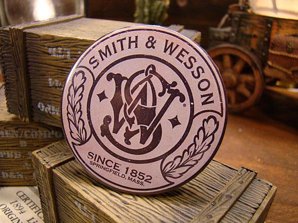 スミス&ウェッソンの缶バッジ