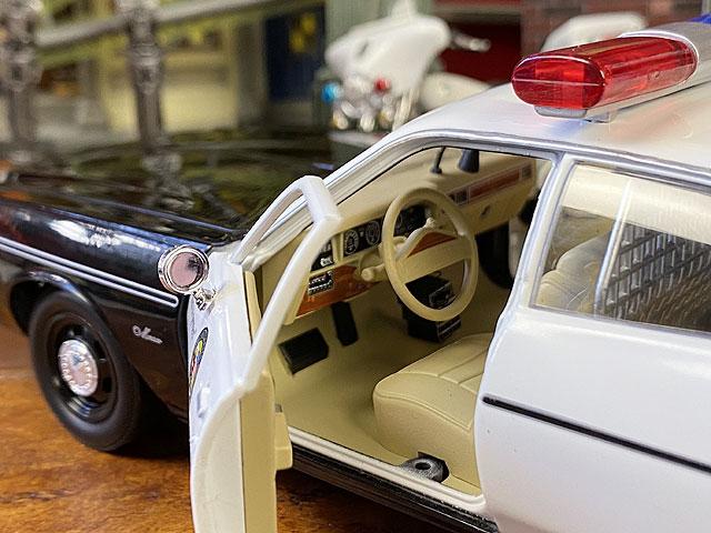 映画「ターミネーター」1977年ダッジ・モナコ・ポリスカーのダイキャストミニカー 1/24スケール