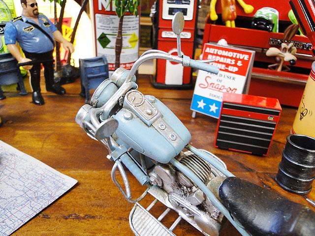 オールドバイクのブリキオブジェ