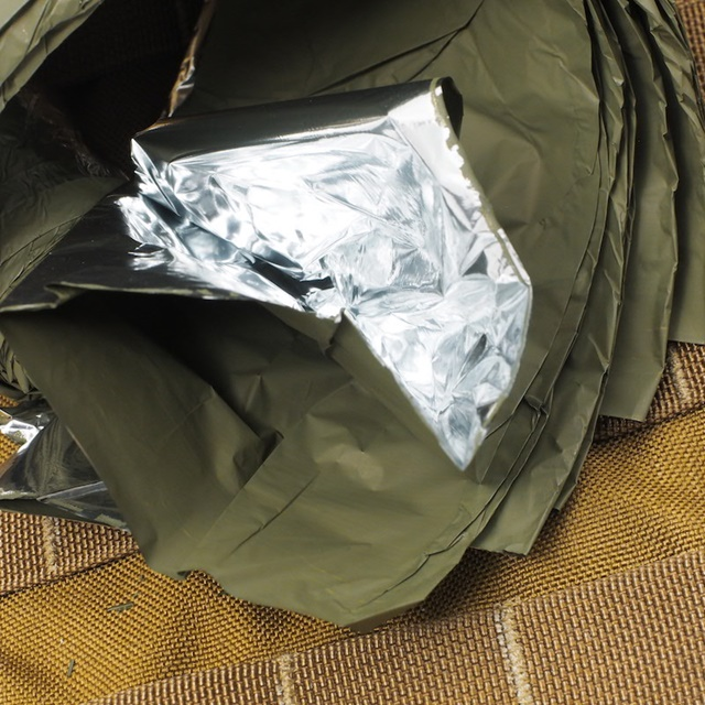 US(米軍放出品)コンバットカジュアリティブランケット OD/SILVER [Combat Casualty Blanket] [Emergency Blanket エマージェンシーブランケット]
