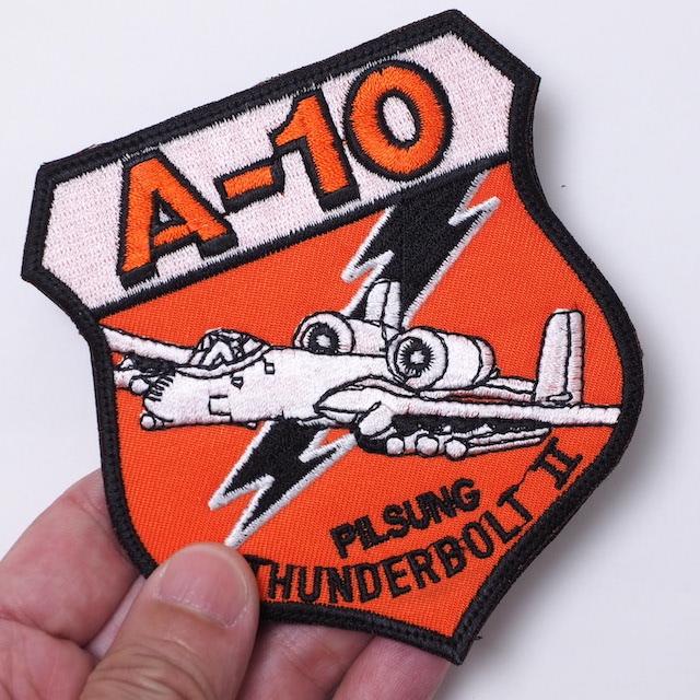 【ミリタリーパッチ】A-10 PILSUNG パッチ [2種][オレンジ][スパイスブラウン] [フック付き]