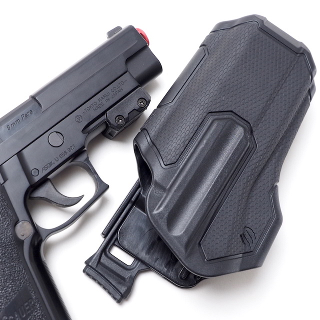 BLACKHAWK(ブラックホーク)OMNIVORE Non-Light Bearing Muti-Fit Holster [Black]オムニバーホルスター右用