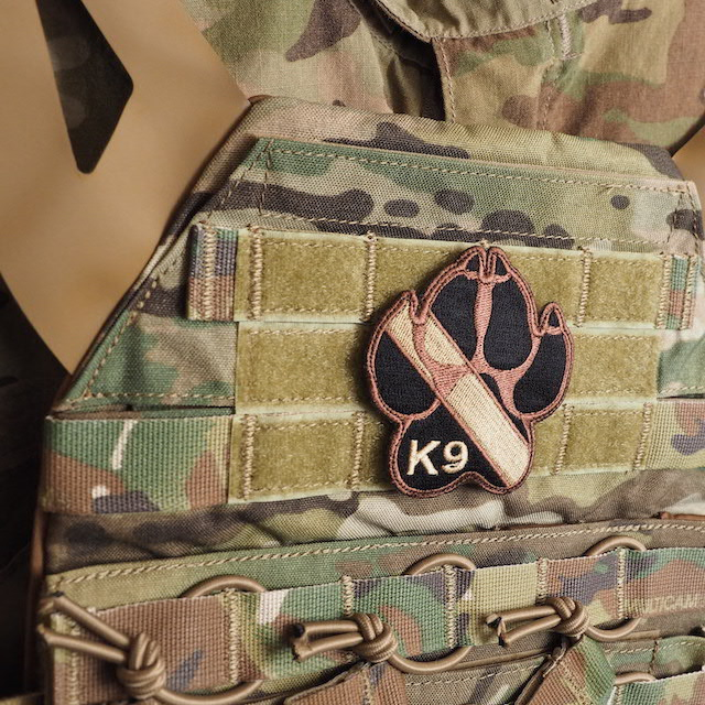 【ミリタリーパッチ】K-9 フットプリント スパイスブラウン OCP [フック付き]