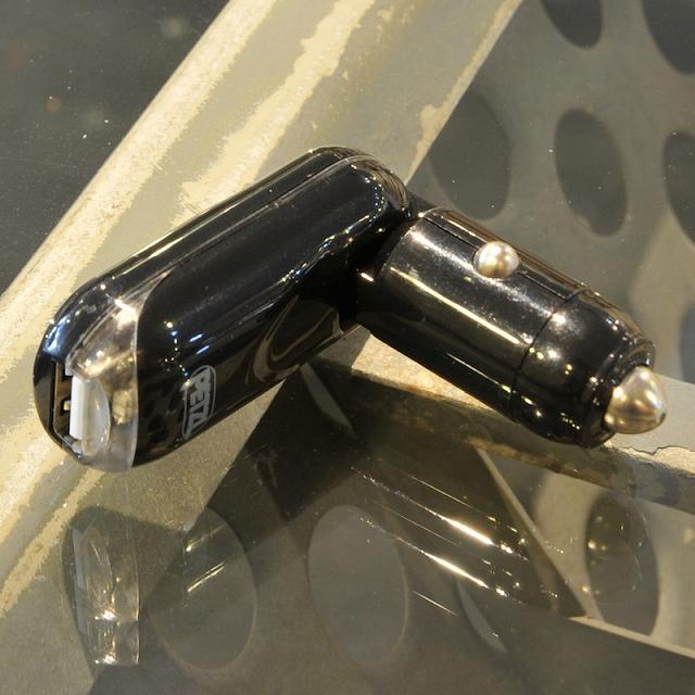 【クリアランスSALE】PETZL(ペツル)USB カー チャージャー [E93111]