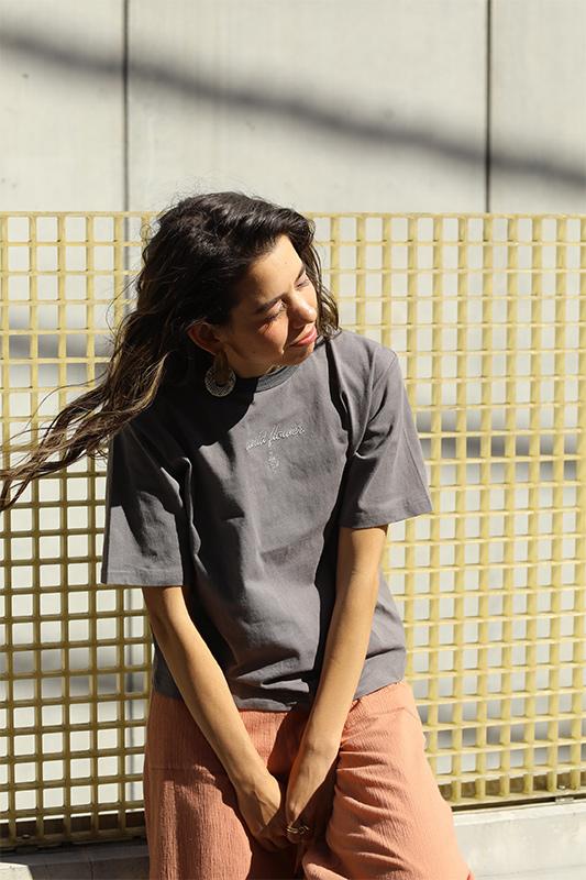 Wild flower刺繍ロゴTシャツ/CAVEZA ROSSO/カベサロッソ
