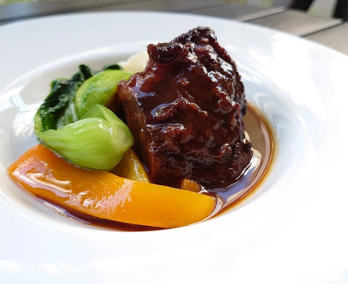 黒毛和牛ほほ肉のプロヴァンス風赤ワイン煮込み