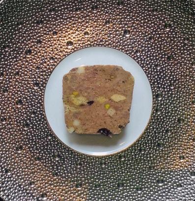 お試しB セット : パテ・アンクルート、仔羊のテリーヌ、和牛ほほ肉のマディラ煮込み、コンテチーズのケーキ、自家製全粒粉パン