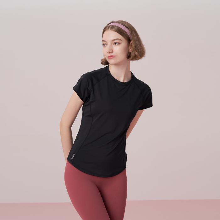 ブラック コンパクト Tシャツ