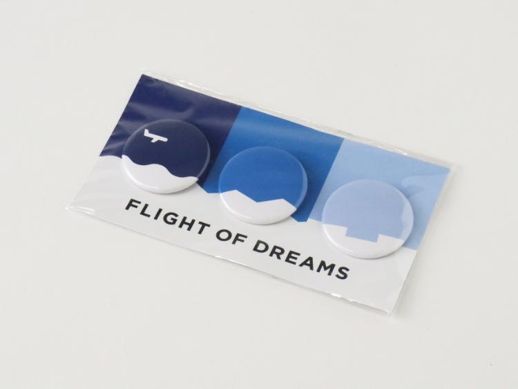 FLIGHT OF DREAMS 缶バッジ ロゴ 青