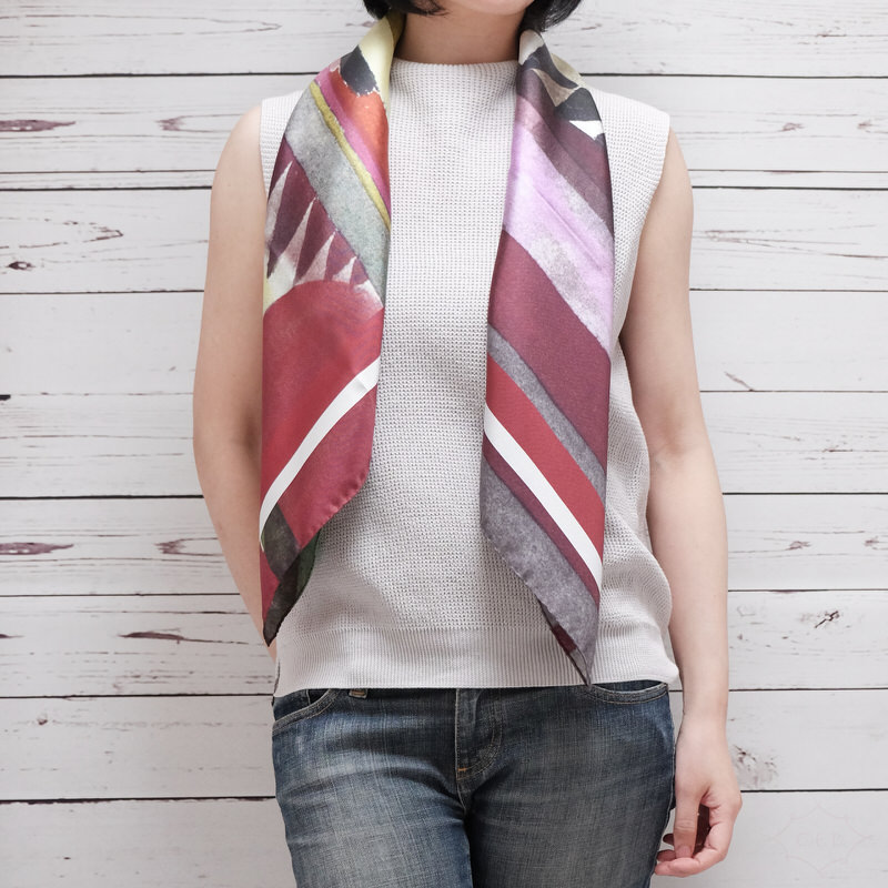 スカーフ グラフィカパウル【ボルドー】シルク100% 正統派ツイル/イタリア製 88cm正方形 1年中使えるスカーフ