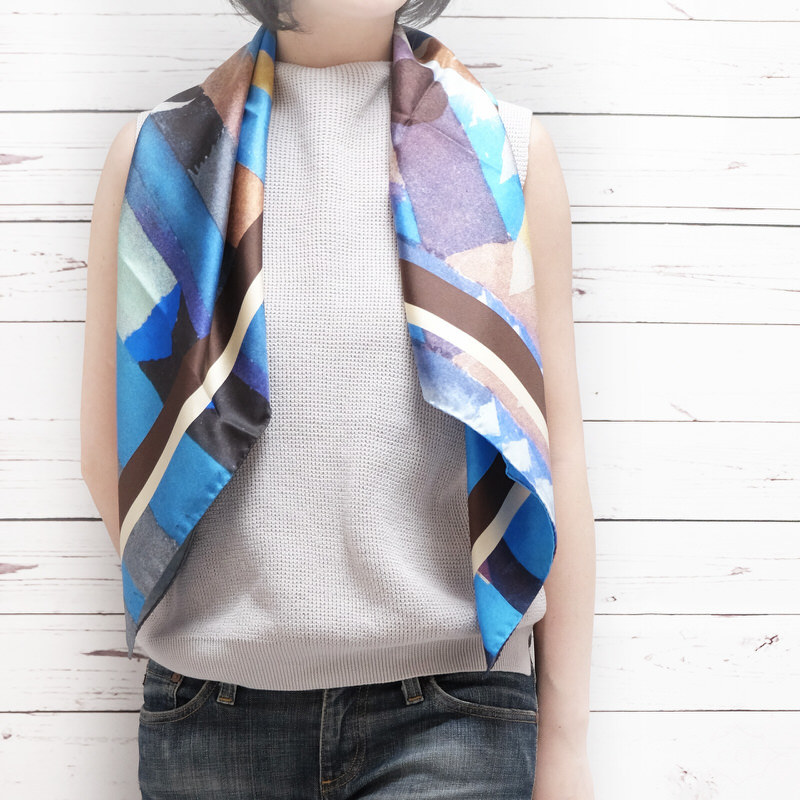 スカーフ グラフィカパウル【ブルー】シルク100% 正統派ツイル/イタリア製 88cm正方形 1年中使えるスカーフ