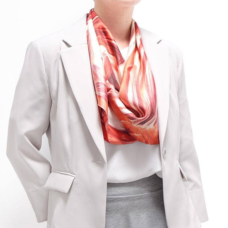 スカーフ アンティークローズ【レッド】シルク100% 正統派ツイル/イタリア製 87cm正方形 1年中使えるスカーフ