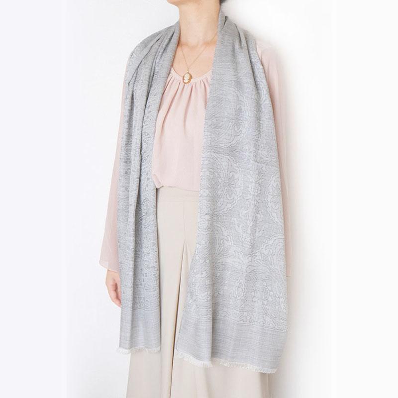 スカーフ イタリアンクラシック【シルバーグレー】唐草ジャガード織り・ウールシルク/イタリア製 45cm*178cm 1年中使えるスカーフ