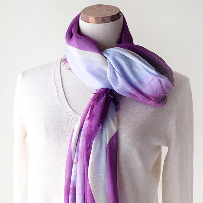 スカーフ 水彩風バレエプリント【プラムパープル】シルクカシミヤ混・正方形ストール/イタリア製 120cm角 1年中使えるスカーフ