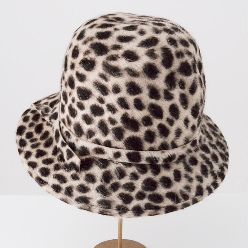 秋冬帽子【展示品SALE】やわらか Lapin ファーハット【チーター柄】イタリア製 女性向け 頭周り55.5cm【S】