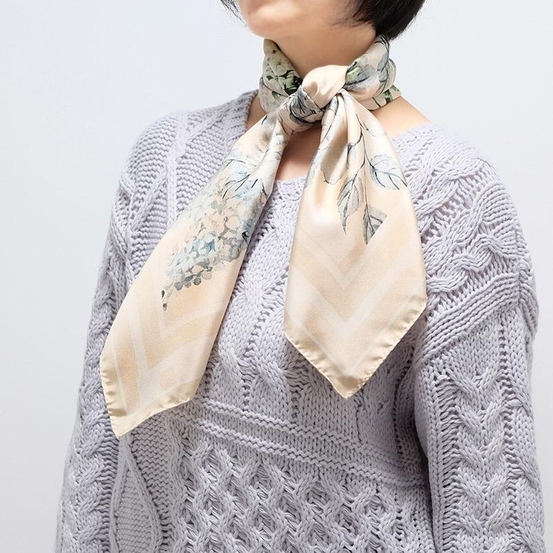 スカーフ【ベージュ・フラワーガーデン】88cm正方形/イタリア製 春夏スカーフ・1年中使える正統派シルクツイル
