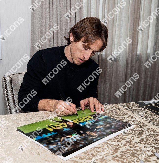 ルカ・モドリッチ 直筆サインフォト クロアチア代表 2018 FIFA ワールドカップ ゴール vs アルゼンチン (Luka Modric Signed Croatia Photo: 2018 FIFA World Cup Goal vs Argentina) 2/13入荷!