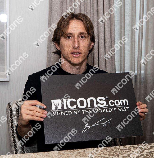 ルカ・モドリッチ 直筆サインフォト 額装 レアル・マドリード UEFA チャンピオンズリーグ ウィナー (Luka Modric Signed Real Madrid Photo: Four-Time UEFA Champions League Winner) 3/12入荷