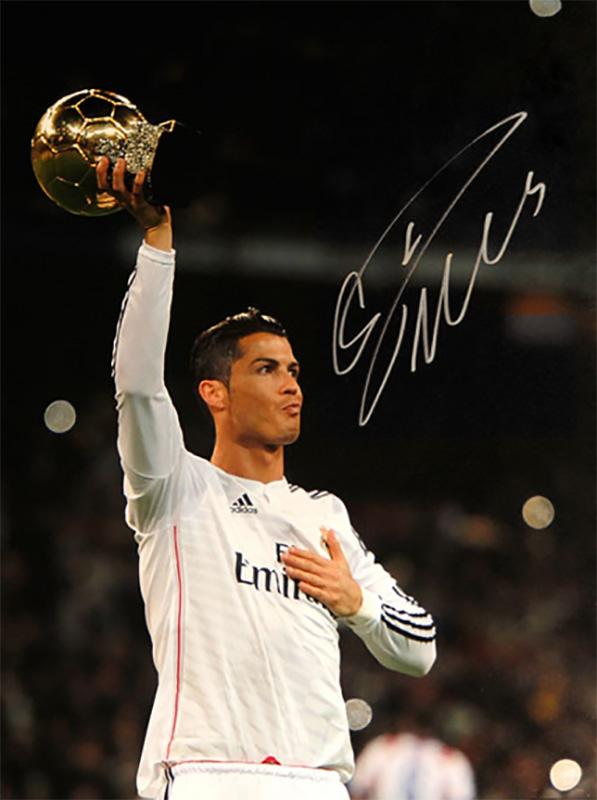 クリスティアーノ・ロナウド 直筆サインフォト Cristiano Ronaldo Signed Real Madrid Photo: Golden Ball Winner / Cristiano Ronaldo 3/17再入荷