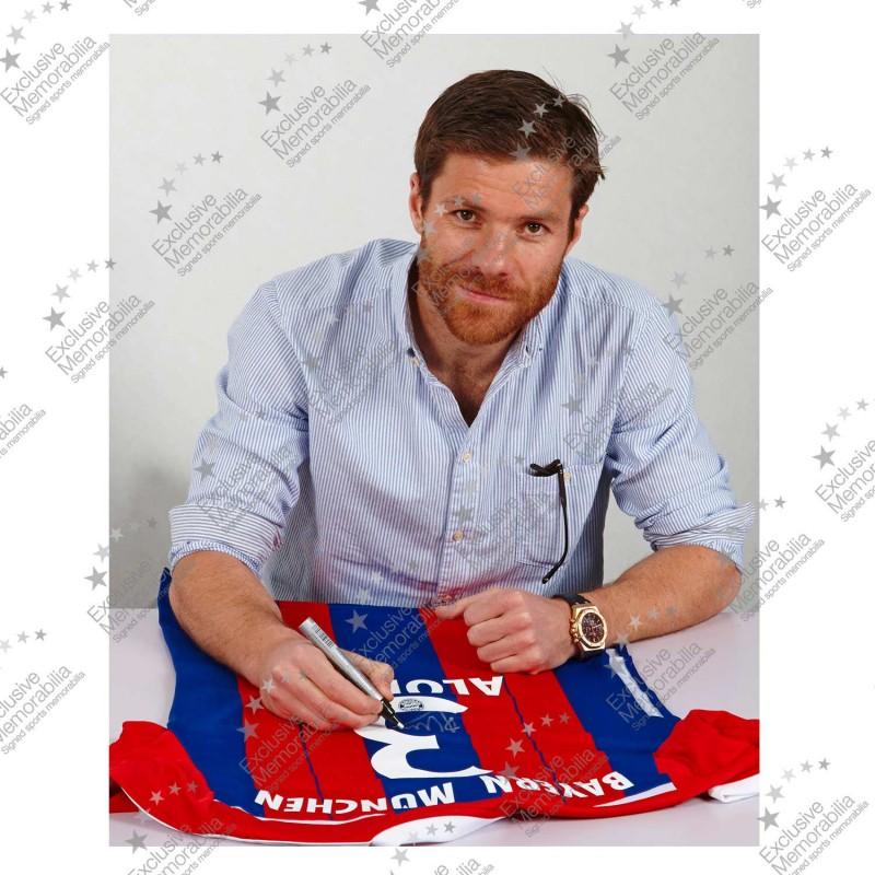 シャビ・アロンソ 直筆サイン入りユニフォーム 2014/15 バイエルン・ミュンヘン ホーム (Signed 2014-15 Bayern Munich Football Shirt)/ Xavi Alonso