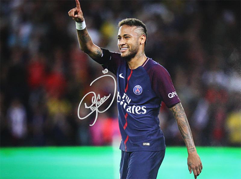 ネイマール 直筆サインフォト額装 パリ・サンジェルマンFC パリのアイコン Signed Paris Saint-Germain Photo: Parisian Icon / Neymar Jr. 3/12入荷