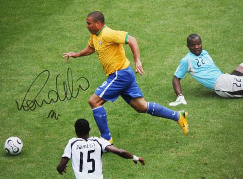 ロナウド 直筆サインフォト ブラジル代表 2006 FIFA ワールドカップ トップスコアラー (Ronaldo Signed Brazil Photo: FIFA World Cup Top Scorer)