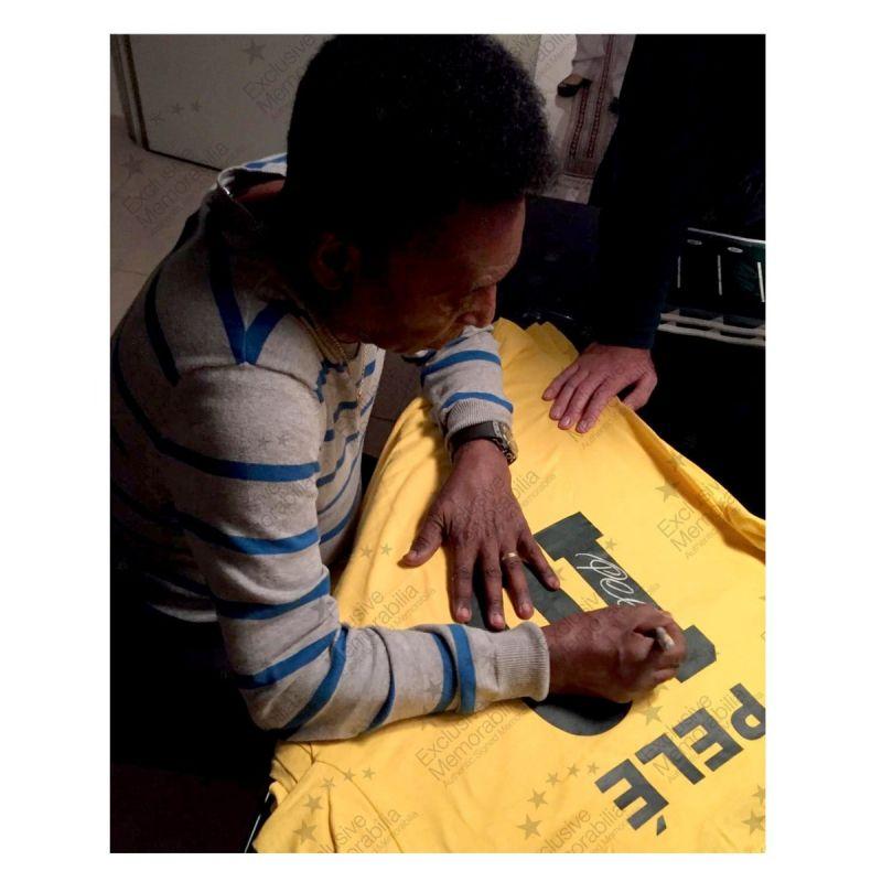 ペレ 直筆サイン入りユニフォーム 1970 ブラジル代表 ホーム バックサイン ホワイトギフトボックス入り (Pele Back Signed Brazil Shirt In Gift Box)