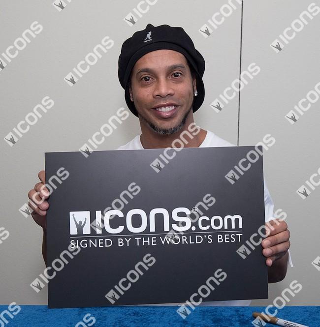 ロナウジーニョ 直筆サインフォト ブラジル代表 2002 FIFA ワールドカップ ウィナー (Ronaldinho Signed Brazil Photo: 2002 FIFA World Cup Winner) 7/3入荷