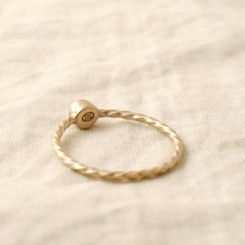 BIRTH STONE GOLD TWIST ROPE RING