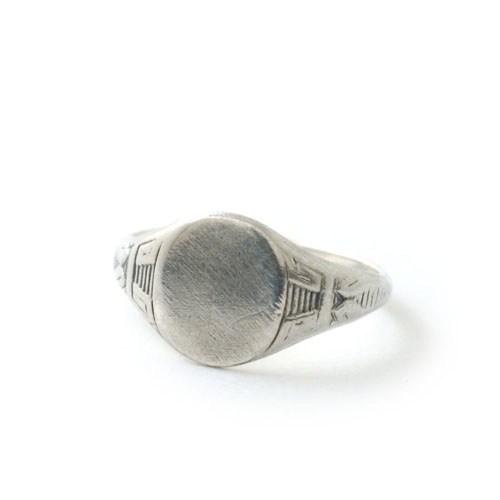 SIGNET RING OVAL SMALL