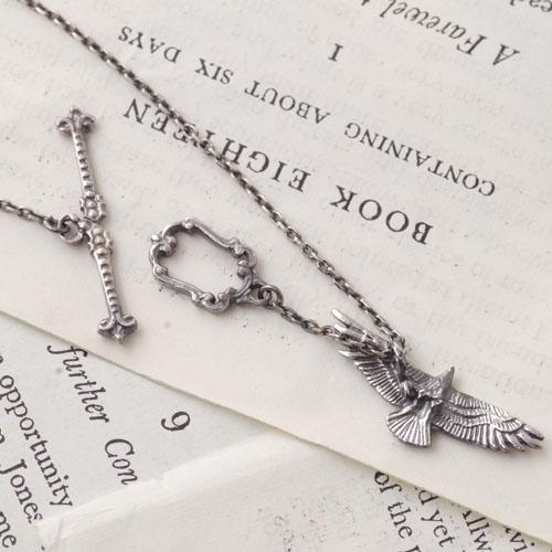 GARDEN OF EDEN Bird Necklace