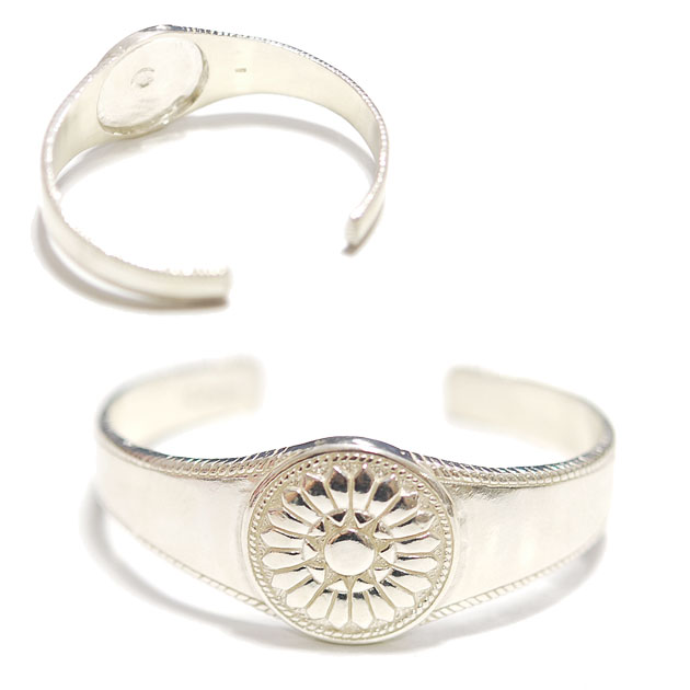 カクタス コンチョ シルバー C型 バングル Cactus Blossom Concho Cuff (Silver)