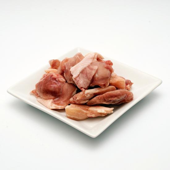 国産 鶏肉 紀州うめどり もも肉ぶつ切り 300g (和歌山県産 銘柄鶏 鶏モモ肉 カット済 切り身)【紀の国みかん鶏での代用出荷】