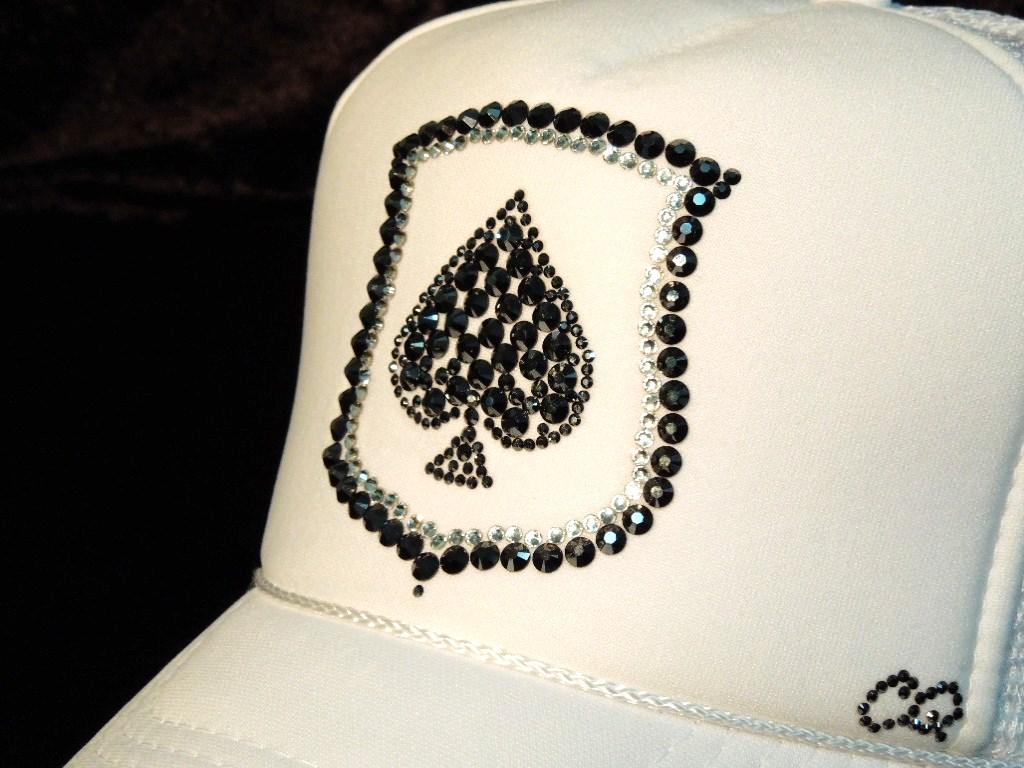Spade emblem Swarovski white cap
