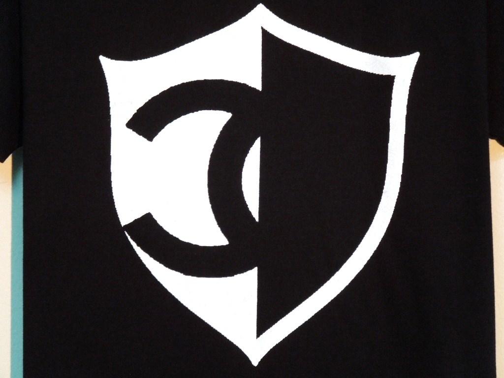 Half CQ emblem T-shirt black
