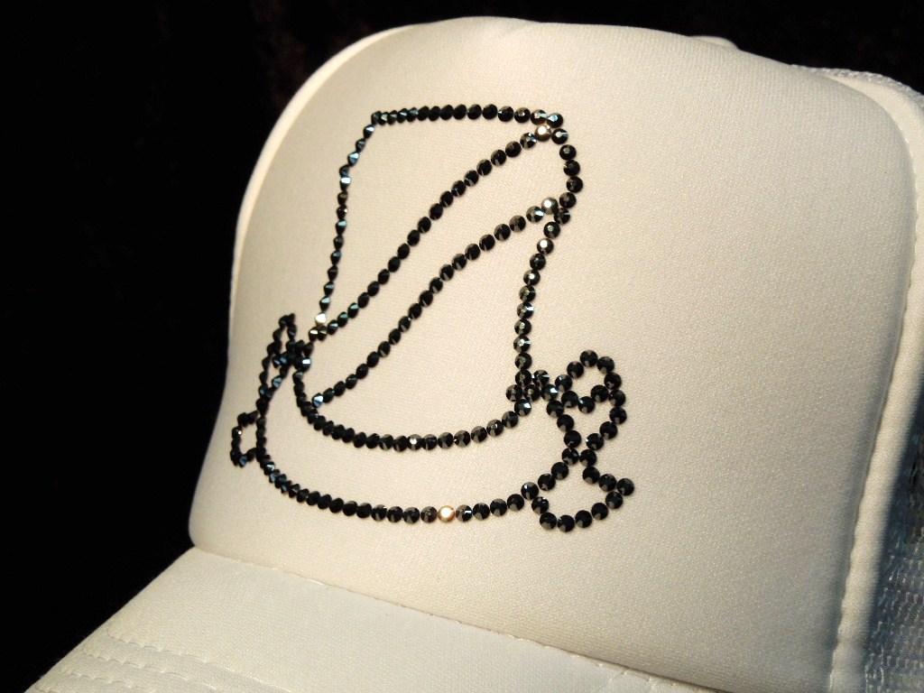 Line emblem Swarovski cap white