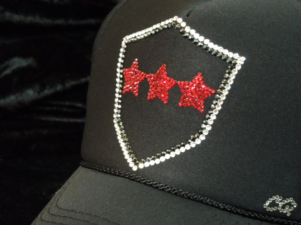 Emblem Red Three Star Swarovski cap black