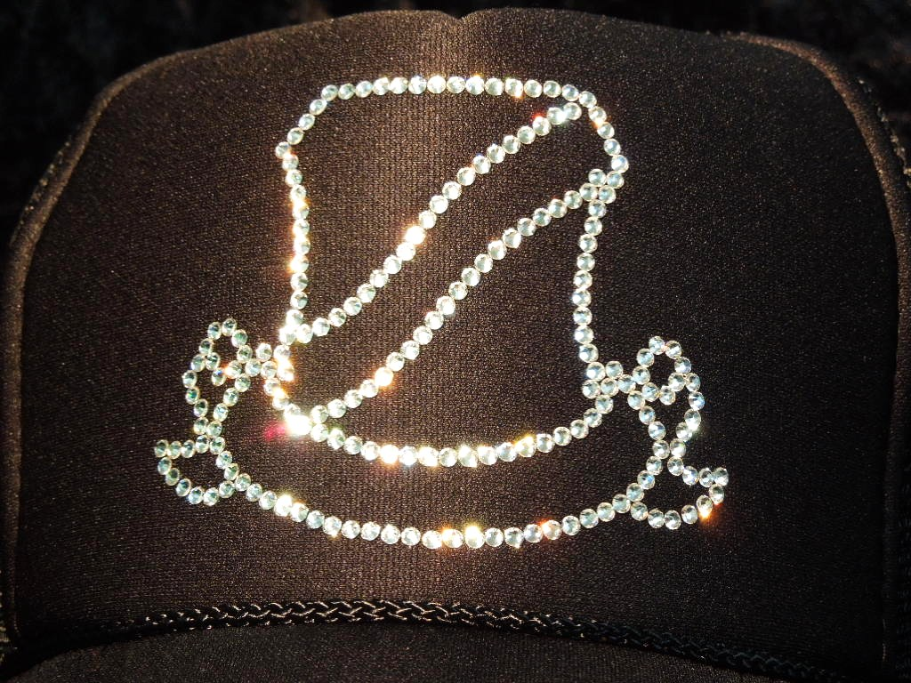 Line emblem Swarovski cap black